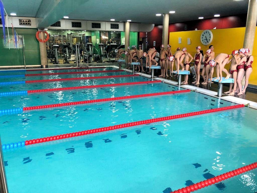 La secció de natació encara la recta final de la temporada
